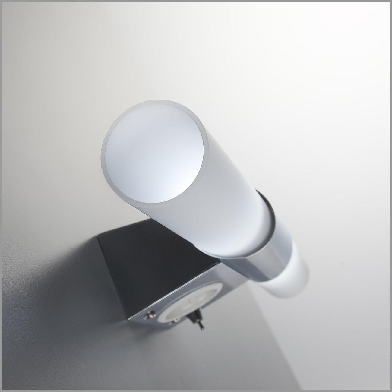 LED Spiegelleuchte Badlampe mit Steckdose 2xE14  - 4